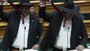 Yeni Zelanda parlamentosunda kravat krizi çıktı