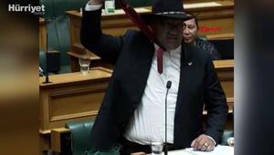 Yeni Zelanda parlamentosunda kravat krizi