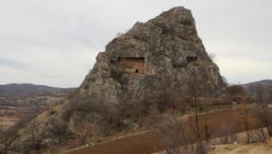 Helenistik dönemin Çördük Kalesinde defineci tahribatı