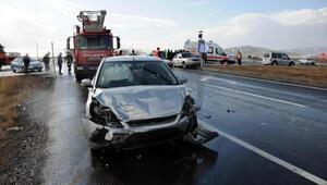 Kayseride 3 otomobilin karıştığı kazada, 8 kişi yaralandı