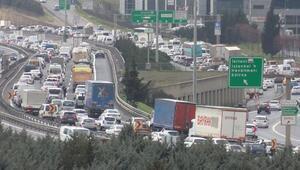Son dakika... Kısıtlamaya saatler kala İstanbulda trafik kilit