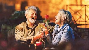50 yaş üstü aşıklar hediyeye koştu