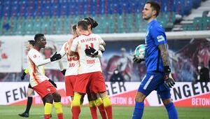 Leipzig, Augsburg engelini 2 golle geçti