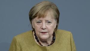 Merkel: Irkçılık ve nefret zehirdir