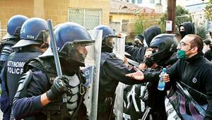 Rumlar yolsuzlukla COVID-19'a isyan etti
