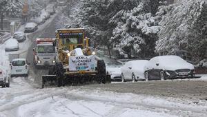 İstanbul'da karla mücadele ekipleri aralıksız çalışıyor