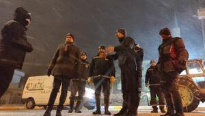 Biga Belediyesi ekiplerinin karla mücadelesi sürüyor