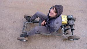 Lise öğrencisi, babasının tamir atölyesinde mini araç yaptı