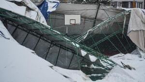 Eyüpsultanda spor salonunun çatısı çökmüştü Büyük bir gümbürtüyle aşağıya indi