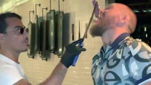 Nusrete giden ünlü dövüşçü McGregor, 7 bin liralık bifteğin tadına baktı