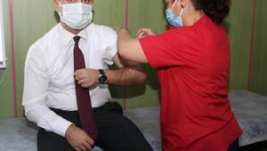 Çamelide Kaymakam Yenigün ve Başkan Arslan koronavirüs aşısı oldu