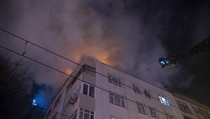 Zeytinburnunda 4 katlı binada çıkan yangın paniğe neden oldu
