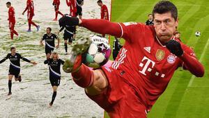 Bayern Münih - Arminia Bielefeld maçında karlı zemin, iki farklı görüntü