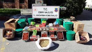 İzmirde kaçak tütün operasyonu; 3 gözaltı