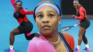 Serena Williams tek bacaklı kedi tulumuyla bakışları üzerinde topladı