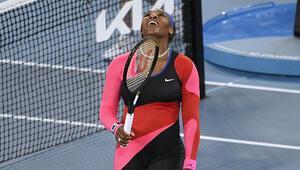Serena Williams, Simona Halepi zorlanmadan geçti