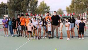 Tenisle tanıştılar, turnuvada birincilik ve ikincilik aldılar