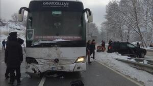 Voleybol takımını taşıyan otobüs cipe çarptı 3 yaralı...