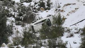 Başakşehirde buzlu yolda kayan otomobil takla atıp, yuvarlandı