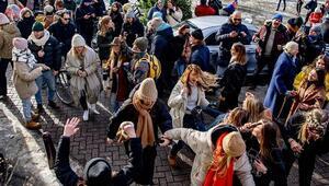 Hollandada  hükümet ve mahkeme karşı karşıya geldi: Sokağa çıkma yasağı kaldırılıyor