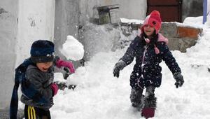 Afyonkarahisarda karın keyfini çocuklar çıkardı