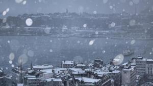 Pek çok kişi merak ediyor: Kar yağarken neden gök gürledi