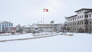 Sivasta kar yağışı; 916 yerleşim yeri ulaşıma kapandı