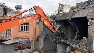 Akdeniz'de metruk yapılar kontrollü şekilde yıkılıyor