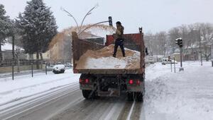 Turhalda karla mücadele ekipleri yoğun mesaide
