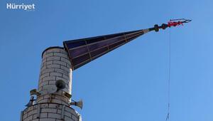 Şiddetli rüzgar nedeniyle caminin külahı askıda kaldı