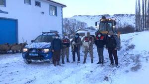 Jandarmadan hayvanları için yardım isteyen köylülere greyderli destek