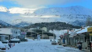 Antalyada yıllar sonra kar yağdı