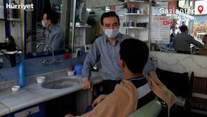 17 yıldır, tıraş olan müşterilerinin kan gruplarını not alıyor