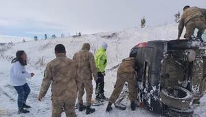 Sivasta şarampole devrilen otomobildeki 4 kişi yaralandı