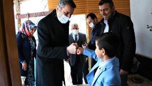 Başkan Eroğlundan küçük Mustafaya sürpriz ziyaret
