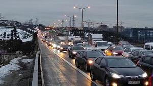 Kağıthane TEMde trafiği kilitleyen kaza