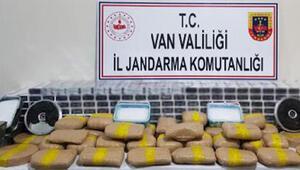 Vanda evde bulunan 69 kilo uyuşturucuya 2 gözaltı