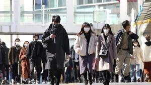 Kovid-19a rağmen gece saatlerinde Tokyoda gezen iktidar milletvekili istifa etti