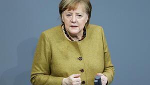 Merkel'e 'Aşı ol, örnek ol' çağrısı