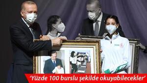 Son dakika… Cumhurbaşkanı Erdoğana sahnede büyük sürpriz 18 yıl sonra...
