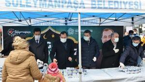 Başkan Yüksel, vatandaşlara kandil simidi ikram etti