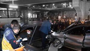Kadıköyde facianın eşiğinden dönüldü Takla atarak metrobüs yoluna girdi