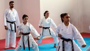 Milli takım antrenöründen çocuklara karate kursu