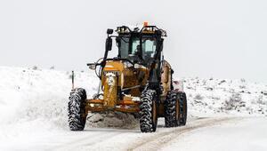 Talas Belediyesi ekiplerinin karla mücadelesi sürüyor