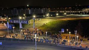 Almanya karıştı Schalke taraftarları stada yürüdü...