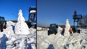 3 saatte 4 metre boyunda kardan adam yaptılar