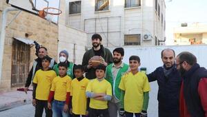 Milli basketbolcu ve rap sanatçısından Suriye' ye insani yardım