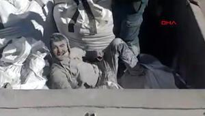 Görüntüler İspanyadan... Uçucu kül çuvalının içinden mülteci çıktı