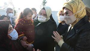 Emine Erdoğan depremzedeleri ziyaret etti