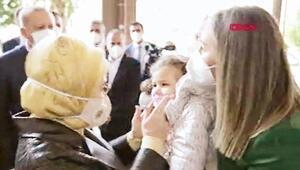Cumhurbaşkanı Erdoğan ve eşi Emine Erdoğan Ayda bebeği sevdiler